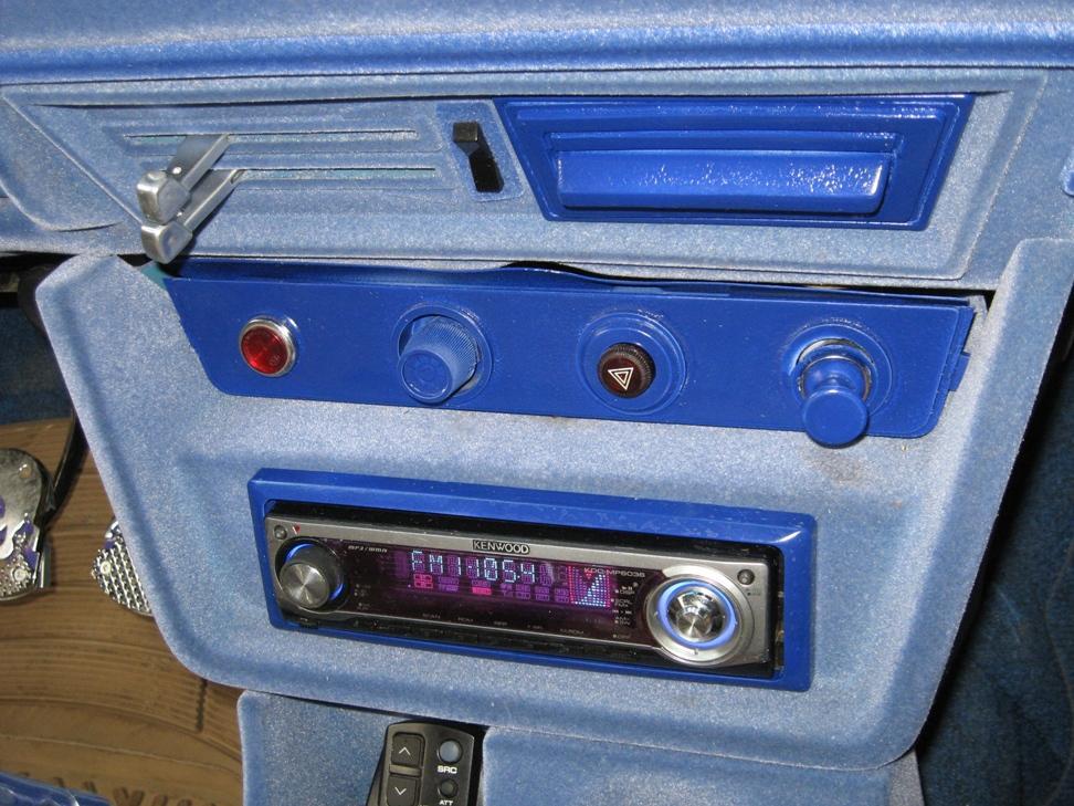 Панель прикуривателя, пепельница и окантовка магнитолы на ваз 21063.