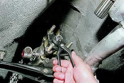 Стопорное кольцо вторичного вала коробки передач ваз 2106