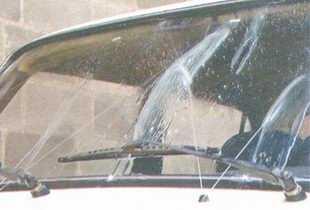 статья про Проверка уровня и доливка жидкости в бачок омывателя автомобиль ВАЗ 2106