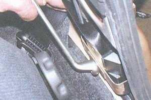 статья про замена переднего ремня безопасности автомобили ваз 2108, ваз 2109, ваз 21099