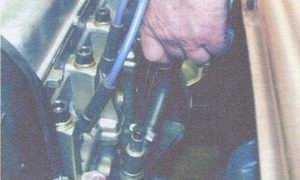 статья про проверка уровня и доливка масла в систему смазки двигателя на автомобилях ваз 2108, ваз 2109, ваз 21099