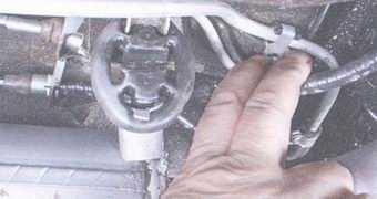 статья про замена троса привода ручного тормоза на автомобиле ваз 2108, ваз 2109, ваз 21099