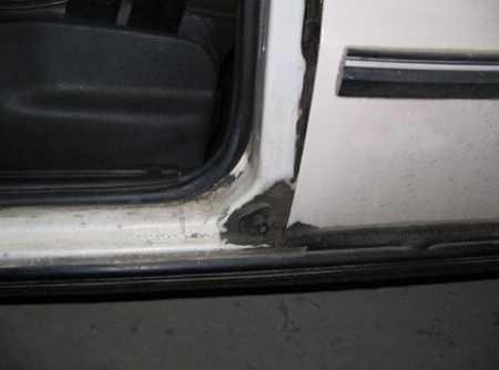 Кнопка индикатора закрытия дверей на Ваз 2106