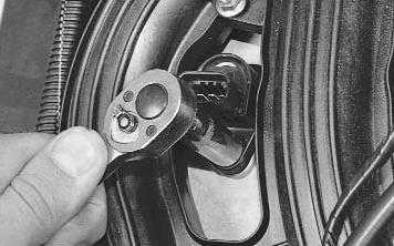 Замена и очистка свечей зажигания на автомобиле Лада Приора