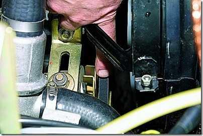 Регулировка натяжения и замена ремня привода насоса охлаждающей жидкости ВАЗ 21213, 21214 (Нива)