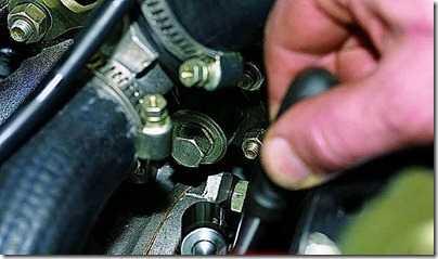 Регулировка натяжения цепи привода распределительного вала карбюраторного двигателя ВАЗ 21213, 21214 (Нива)