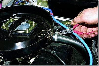 Снятие корпуса воздушного фильтра ВАЗ 21213, 21214 (Нива)