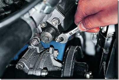 Снятие натяжителя цепи привода распределительного вала карбюраторного двигателя ВАЗ 21213, 21214 (Нива)