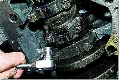 Демонтаж шатунно-поршневой группы (ШПГ) двигателя на автомобиле ВАЗ 21213, 21214 (Нива)