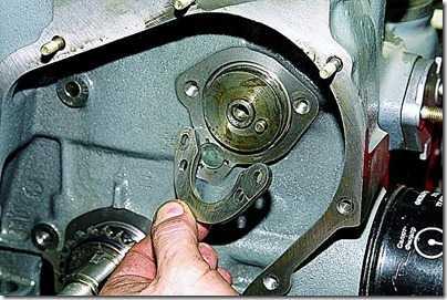 Снятие валика привода масляного насоса на ВАЗ 21213, 21214 (Нива)
