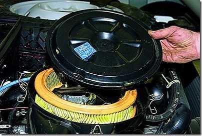 Замена сменного элемента воздушного фильтра ВАЗ 21213, 21214 (Нива)