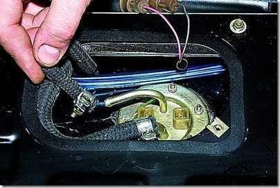 Снятие топливоприемника с датчиком уровня топлива ВАЗ 21213, 21214 (Нива)