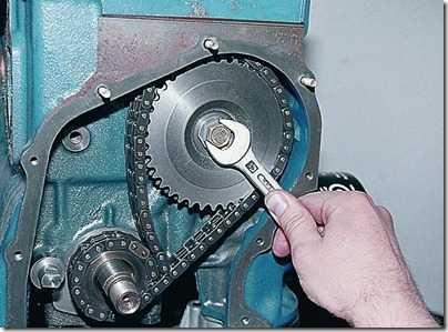 Снятие цепи и звездочек привода распределительного вала карбюраторного двигателя ВАЗ 21213, 21214 (Нива)