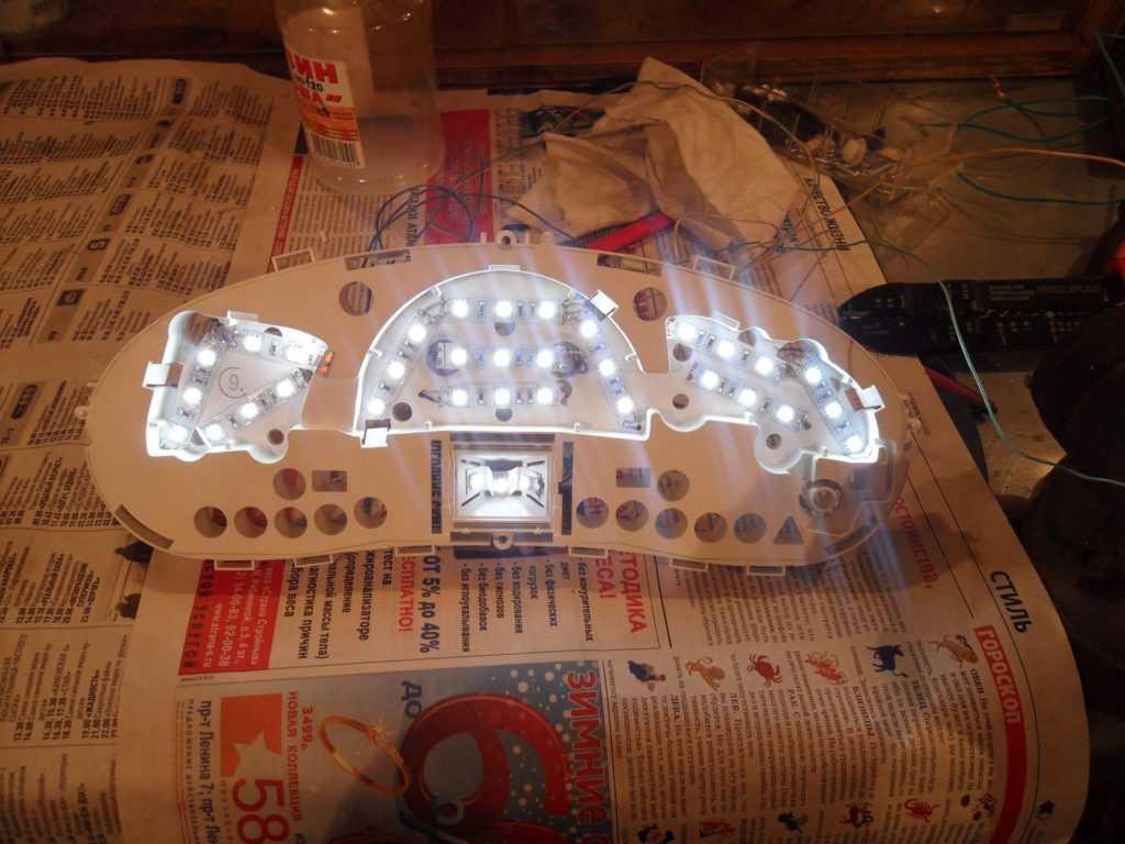 Белая подсветка приборной панели Лады Приоры