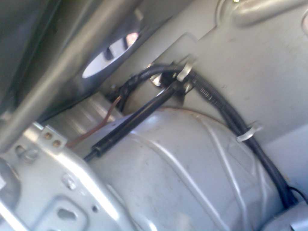 Привод крышки багажника Волги Газ 3110