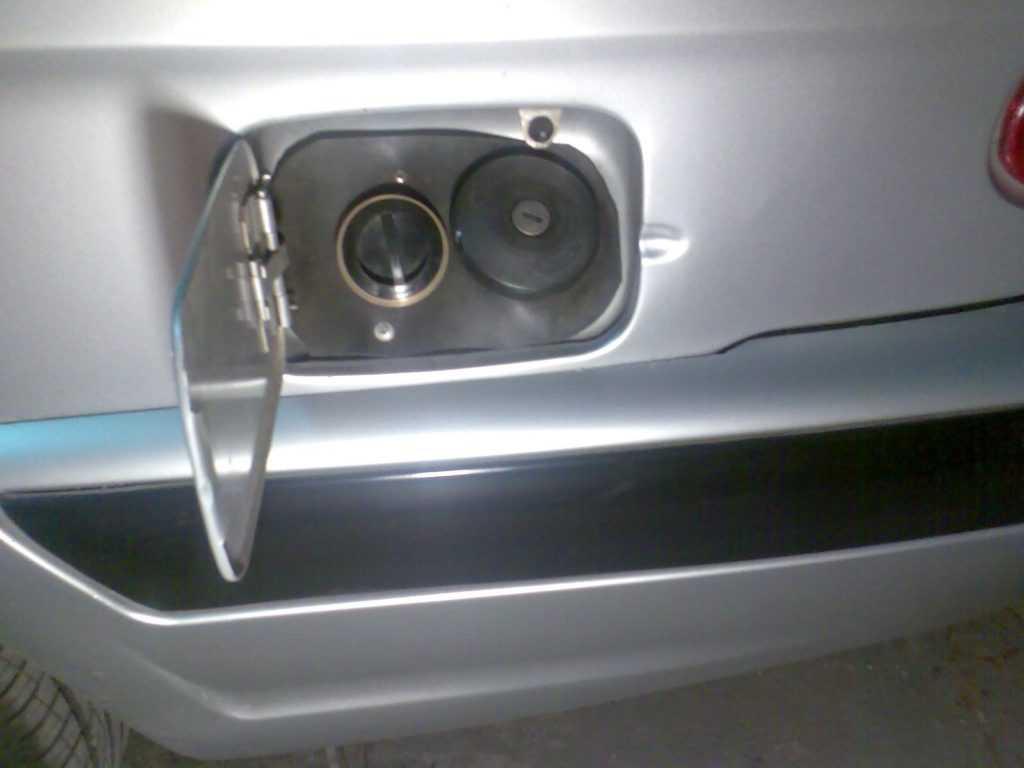 перенос вправо заправочной горловины для заправки газом Волги Газ 3110