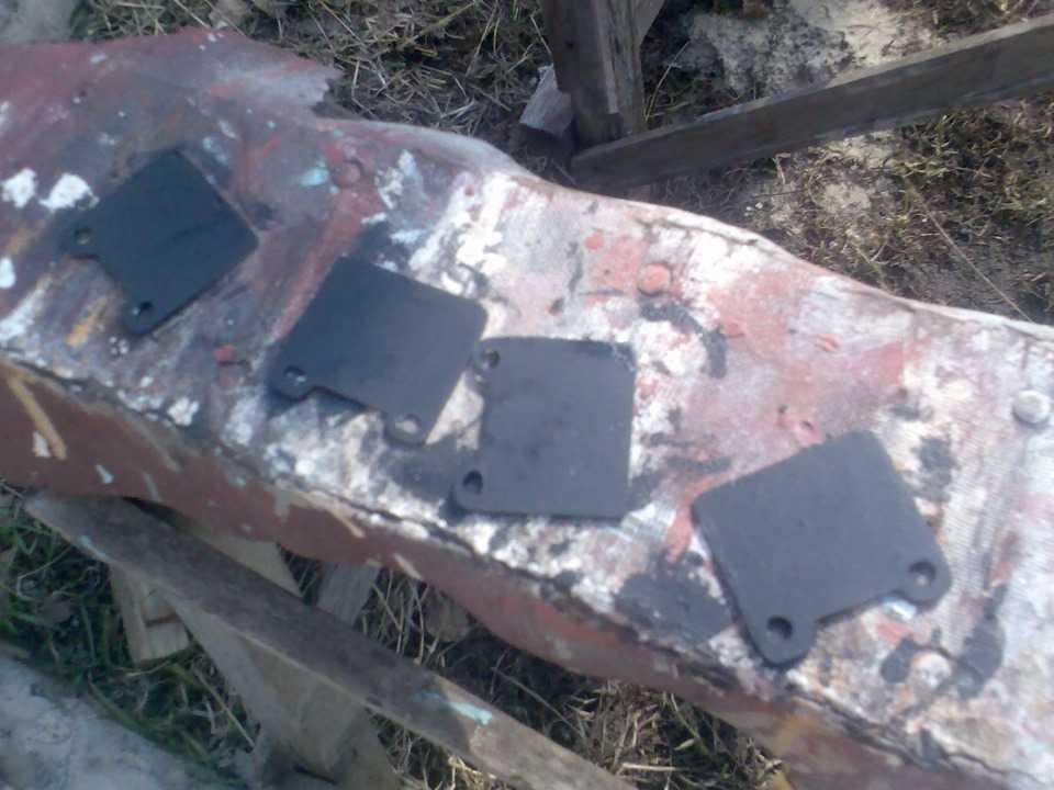 Металлические противоскрипные пластинки для задних тормозных дисков на Волгу, изготовленные вручную
