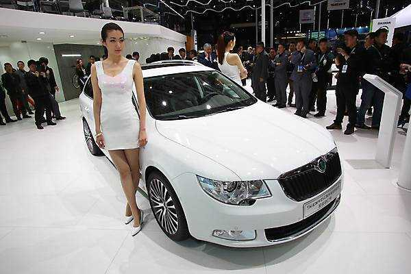 Skoda Superb Shanghai 2013 -01