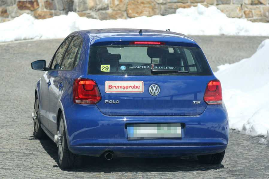 volkswagen-polo-facelift-2014-spy-photos-2