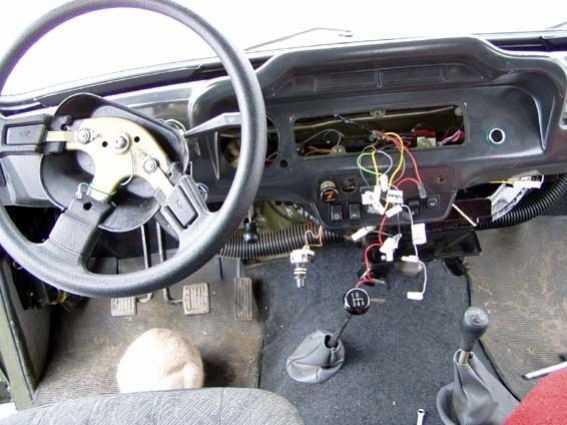 Демонтаж штатной панели приборов УАЗ-Hunter