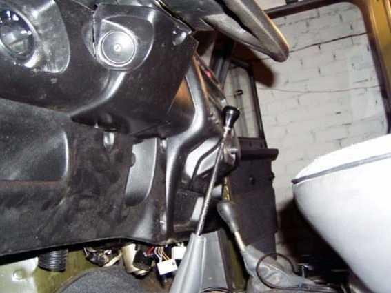 Рукоятка КПП задевает о панель  на УАЗ-Hunter