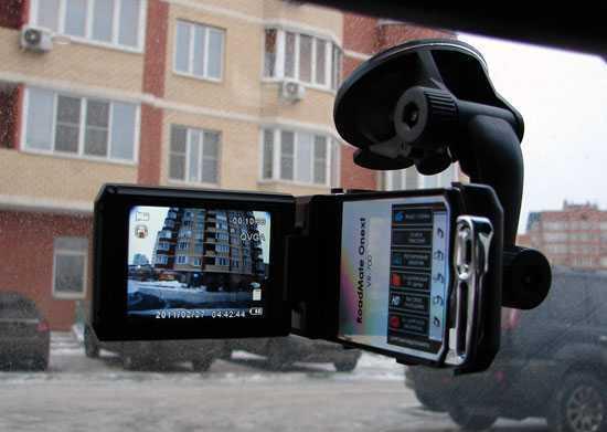 Видеорегистратор с встроенным дисплеем