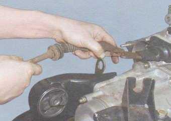 статья про замена троса привода выключения сцепления на автомобилях ваз 2108, ваз 2109, ваз 21099