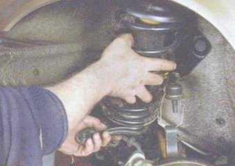 статья про снятие и установка передней стойки на автомобиле ваз 2108, ваз 2109, ваз 21099