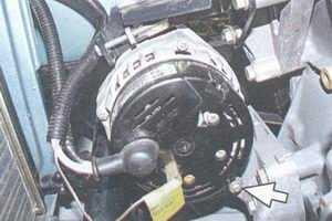 статья про замена и регулировка натяжения ремня генератора 94.3701 на автомобиле ваз 2108, ваз 2109, ваз 21099