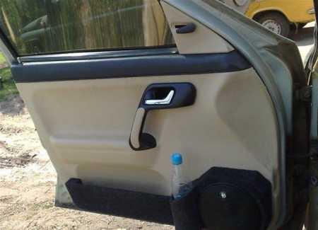 Перетяжка дверей белым кожзамом на ВАЗ 2110 своими руками