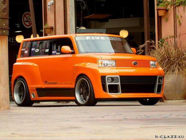 яркий автомобиль