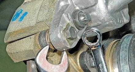 Замена тормозных колодок на Лада Калина своими руками