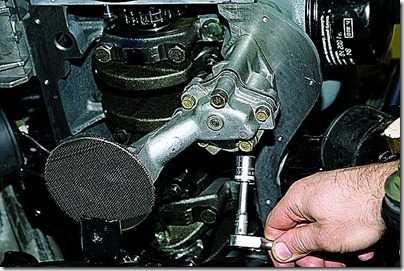 Снятие поддона картера и масляного насоса двигателя на автомобиле ВАЗ 21213, 21214 (Нива)