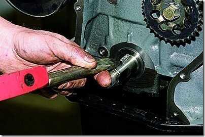 Снятие цепи и звездочек привода распределительного вала впрыскового двигателя ВАЗ 21213, 21214 (Нива)
