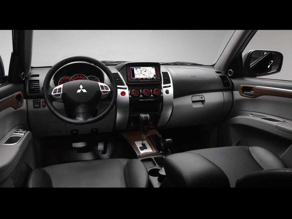 Mitsubishi Pajero Sport интерьер
